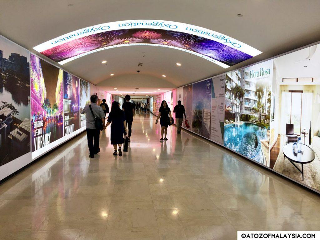 Suria KLCC underground tunnel walkway to Aquaria KLCC