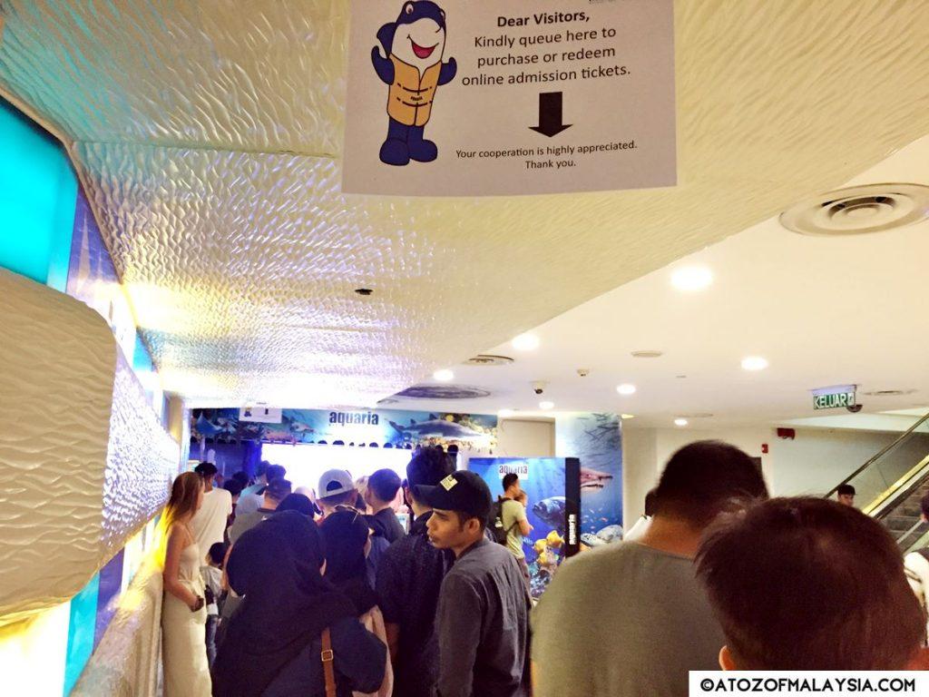 long queue to enter Aquaria KLCC